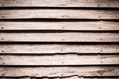 Alter hölzerner Hintergrund mit horizontalen Vorständen Stockbilder