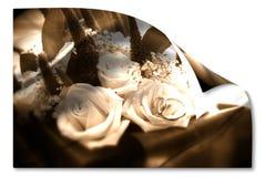 Alter Hochzeitskartenbrautblumenstrauß und -teilhaberschaften Lizenzfreie Stockbilder