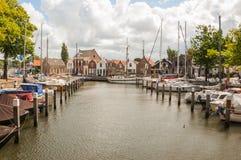 Alter holländischer Jachthafen stockfotografie