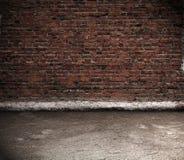 Alter Innenraum, Backsteinmauer Lizenzfreies Stockfoto