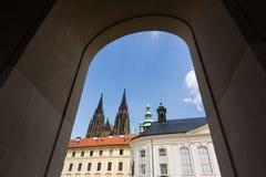 Alter königlicher Palast und Kathedrale St. Vitus in Prag lizenzfreie stockbilder