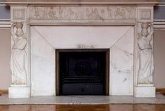 Alter Kamin im Palast Stockbilder