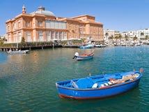 Alter Kanal mit Margherita Theater. Bari. Apulia. lizenzfreie stockfotografie
