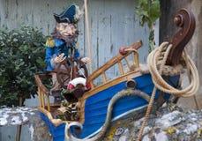 Alter Kapitän und sein Boot Stockfotos