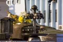 Alter Kerzenständer hergestellt vom Edelstahl stockfoto