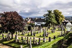 Alter Kirchhof an einem sonnigen Tag - Stirling, Großbritannien lizenzfreies stockfoto