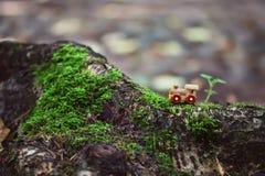 Alter kleiner hölzerner Spielzeugdampfzug Lizenzfreies Stockbild