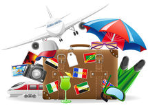 Alter Koffer und Elemente für eine Sommererholung Lizenzfreie Stockbilder