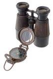 Alter Kompass und binokular Stockbild