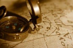 Alter Kompass- und Kartenhintergrund Stockfoto