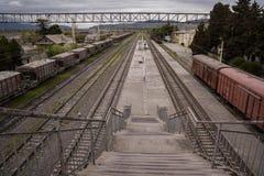 Alter konkreter Bahnhof Georgia stockbild