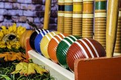 Alter Krokett-Satz und Autumn Leaves Lizenzfreie Stockfotografie