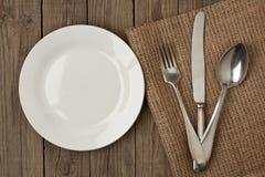 Alter Löffel und Messer der Platte an Stockfotos