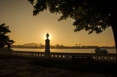 Alter Lampensonnenaufgang Stadt Scape - Santos - Brasilien Stockfotografie