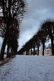 Alter Landsitz und Elemente im Park Lizenzfreie Stockfotos