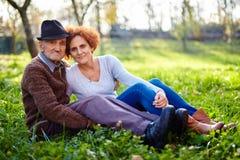 Alter Landwirt und Tochter lizenzfreie stockbilder