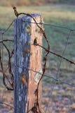 Alter landwirtschaftlicher Zaun-Pfosten stockbild