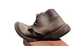 Alter lederner Schuh getrennt Stockbild