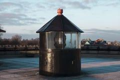 Alter Leuchtturm bei Sonnenuntergang, Nahaufnahme Turm alte Margarita, die historische Mitte Tallinns Estland Lizenzfreie Stockbilder