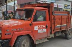 Alter LKW gefüllt mit verschiedenen Werkzeugen Stockfotos