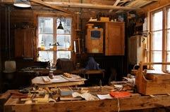Alter Möbelfabrikinnenraum stockfotos