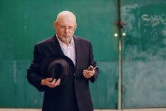 Alter Mann auf dem Gebiet Lizenzfreie Stockfotos