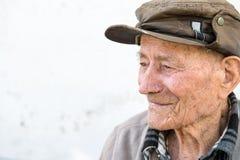 Alter Mann auf der Bank Stockfotografie