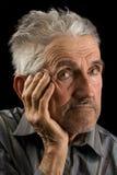 Alter Mann auf schwarzem Hintergrund Lizenzfreie Stockfotos