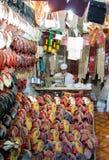 Alter Mann, der Pantoffel in Dschidda Saudi-Arabien herstellt Stockfotografie