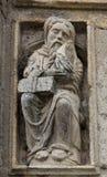 Alter Mann des Romanesque im heiligen Portal lizenzfreie stockfotografie