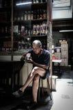 Alter Mann mit altem Leben stockbilder