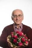 Alter Mann mit Blumen lizenzfreie stockbilder
