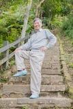 Alter Mann mit Gesundheitsknie Stockfotografie