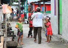 Alter Mann mit Papuanflagge Lizenzfreie Stockfotos
