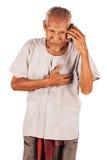 Alter Mann mit schwerem Schmerz in der Brust Stockbild
