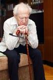 Alter Mann mit Stock Stockfotos