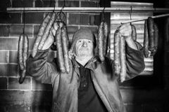 Alter Mann mit Würste bw Lizenzfreie Stockbilder