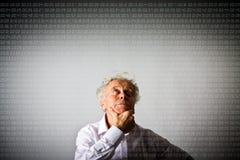 Alter Mann und Zeit Digital-Zeit vergeht Stockbild