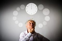 Alter Mann und Zeit Zeit vergeht Lizenzfreies Stockfoto