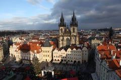 Alter Marktplatz mit Ansichten der Tyn-Kirche. Prag. Tschechische Republik Lizenzfreie Stockfotos