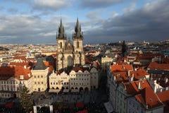 Alter Marktplatz mit Ansichten der Tyn-Kirche. Prag. Tschechische Republik Lizenzfreies Stockbild