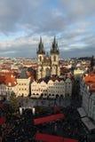 Alter Marktplatz mit Ansichten der Tyn-Kirche. Prag. Tschechische Republik Lizenzfreies Stockfoto