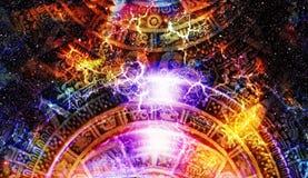 Alter Mayakalender, kosmischer Raum und Sterne, abstrakter Farbehintergrund, Computercollage Lizenzfreie Stockfotos