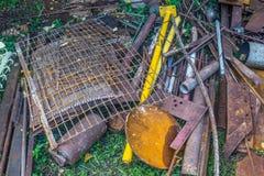 Alter Metallabfall auf Schrotthaufen Stockbilder
