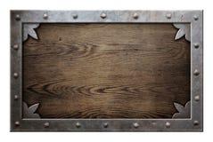 Alter Metallrahmen über hölzernem Hintergrund Stockfoto