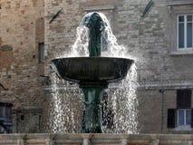 Alter mittelalterlicher Brunnen in Perugia, Italien Stockfotos