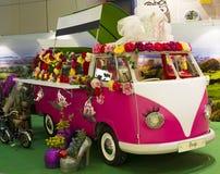 Alter Mode VW-Transporter-Camper wieder hergestellt stockbilder