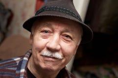Alter moustached Mann im Hut stockbild