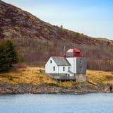 Alter norwegischer Leuchtturm lizenzfreie stockbilder