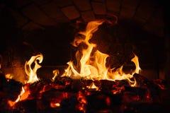 Alter Ofen mit Flammenfeuer Lizenzfreie Stockfotografie